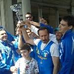 Mauro Martlli alza la coppa, il record è battuto