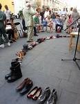 ...scarpe per terra